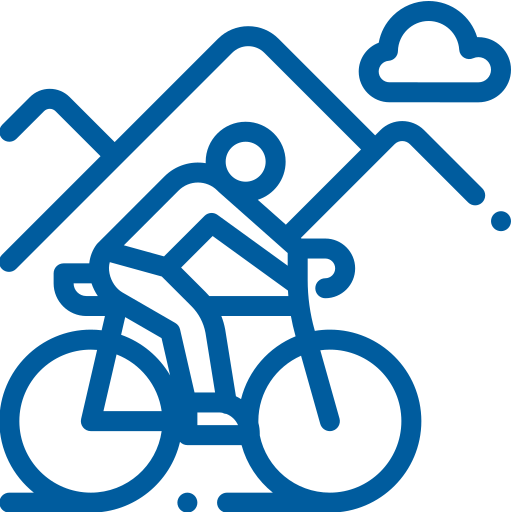 uomo in bici su sentiero