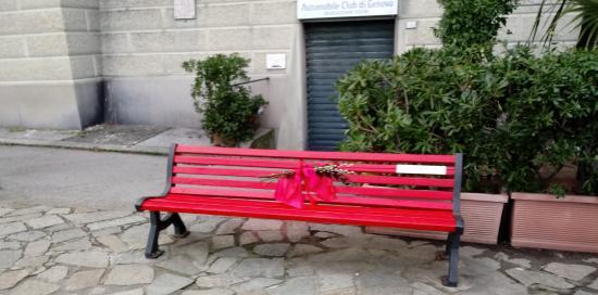 panchina rossa su stada