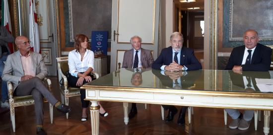 Il tavolo dei partecipanti all'evento