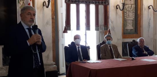 Sindaco che parla per candidatura di Genova a ospitare la Casa delle Tecnologie