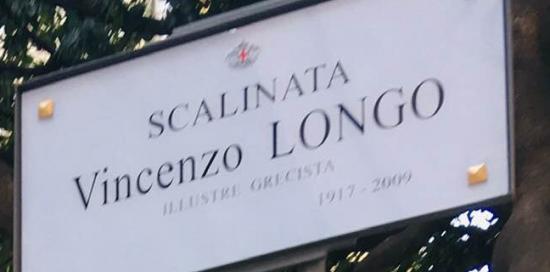 targa sulla scalinata da via Brigata Liguria