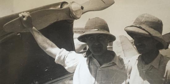 foto d'epoca con aviatori in bianco e nero