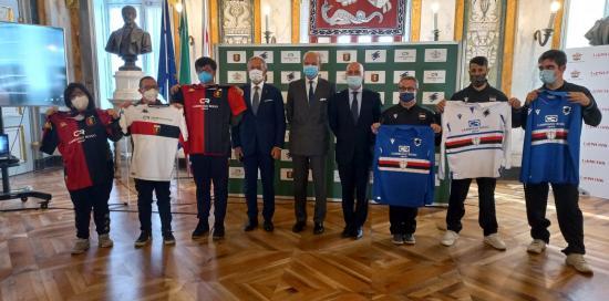 Atleti delle formazioni special di Sampdoria e Genoa, il Ceo di Cambiaso Risso Mauro Iguera, il consigliere Stefano Anzalone e il consigliere Vittorio Ottonello
